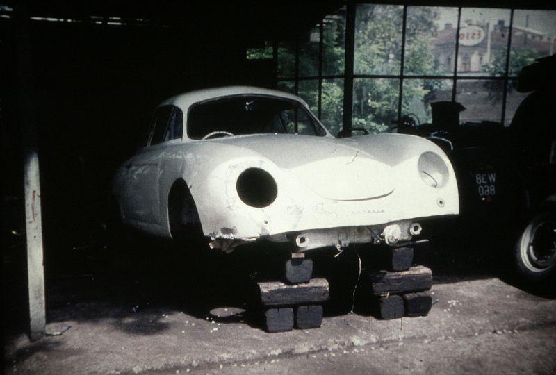 Auto Holzdorfer - historisches Bild Nr. 10 - aufgebockt in der KFZ Werkstatt