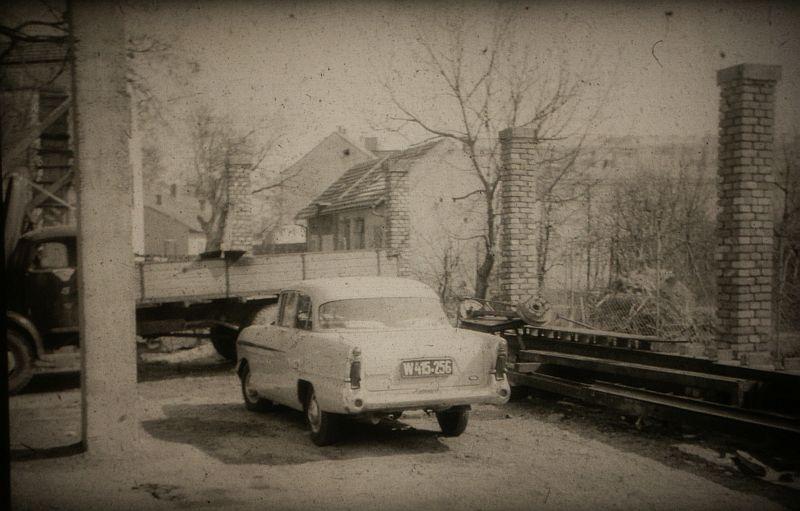 Auto Holzdorfer - historisches Bild Nr. 11 - im Hof der KFZ Werkstatt